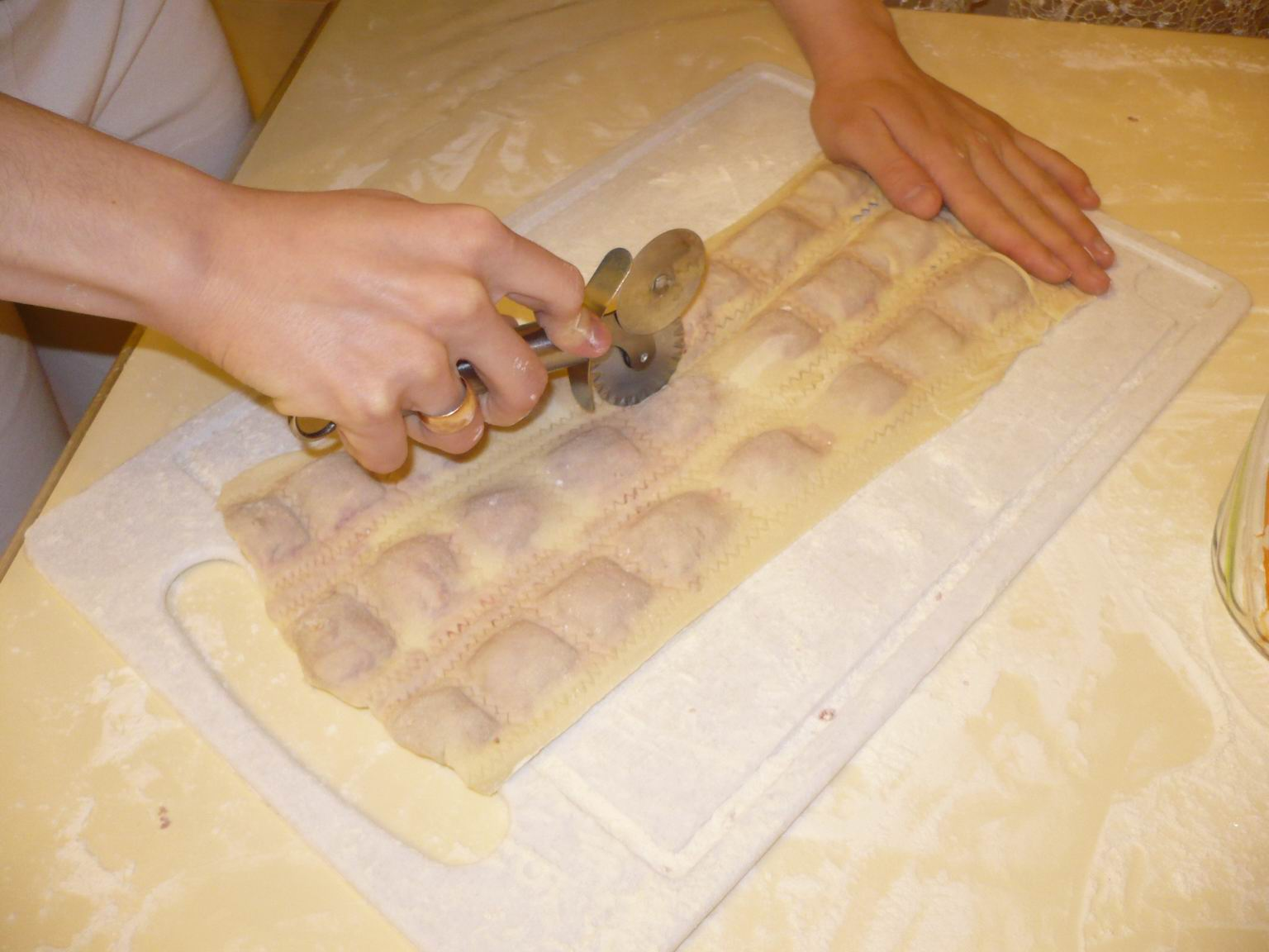 Как сделать тесто на пельмени домашние с фото